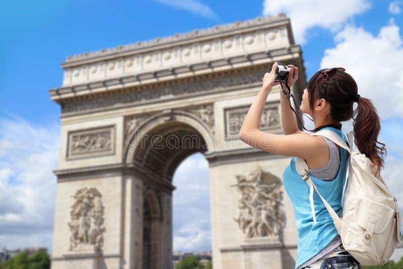 Szczęśliwa kobiety podróż w Paryż fotografia stock