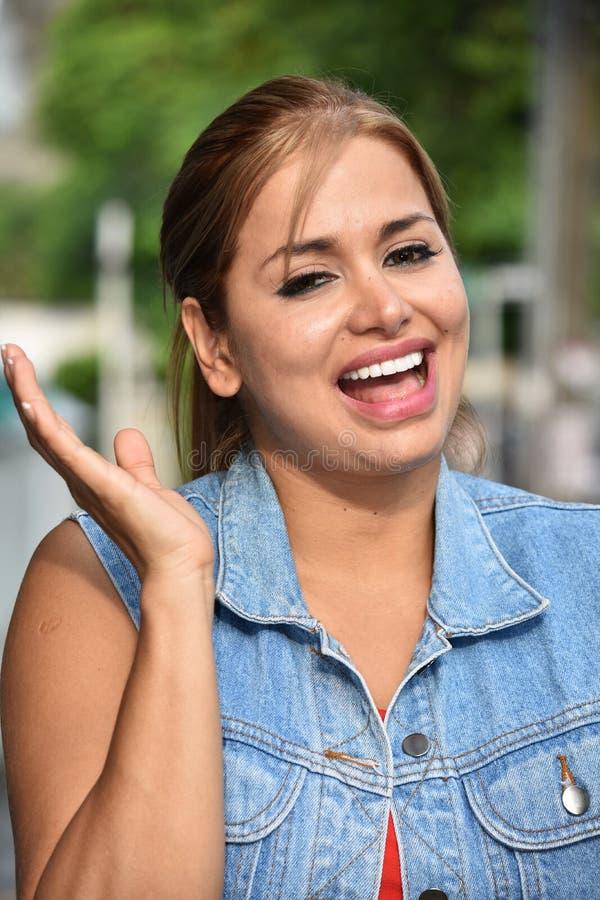 Szczęśliwa Kolumbijska kobieta fotografia royalty free