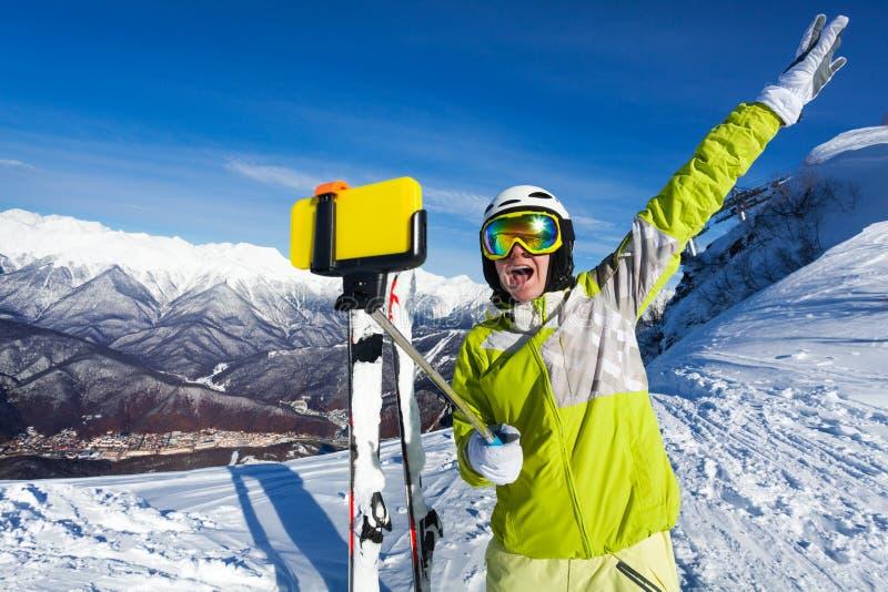 Szczęśliwa krzycząca kobieta bierze selfie na górze zdjęcie royalty free