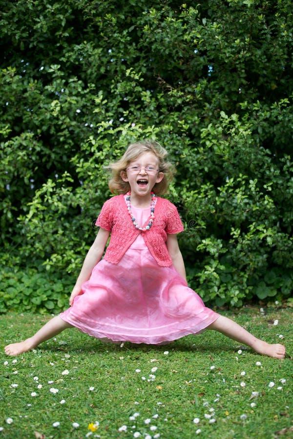 Szczęśliwa młoda dziewczyna. obrazy royalty free
