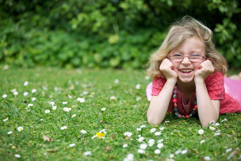 Szczęśliwa młoda dziewczyna. obraz royalty free