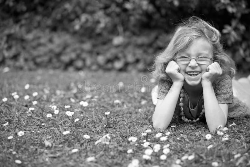 Szczęśliwa młoda dziewczyna. obrazy stock