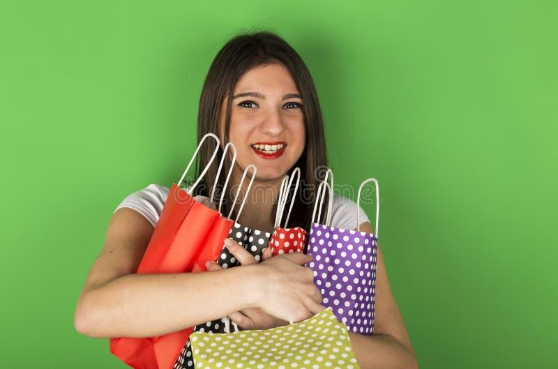 Szczęśliwa młoda dziewczyna po robić zakupy obraz royalty free