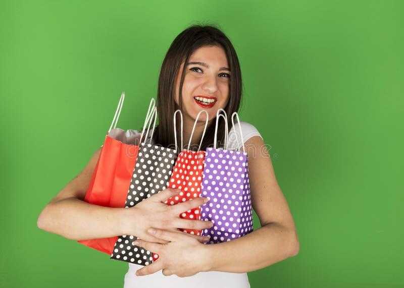 Szczęśliwa młoda dziewczyna po robić zakupy obraz stock