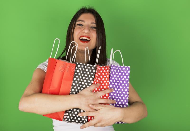 Szczęśliwa młoda dziewczyna z nierównymi torbami zdjęcia royalty free