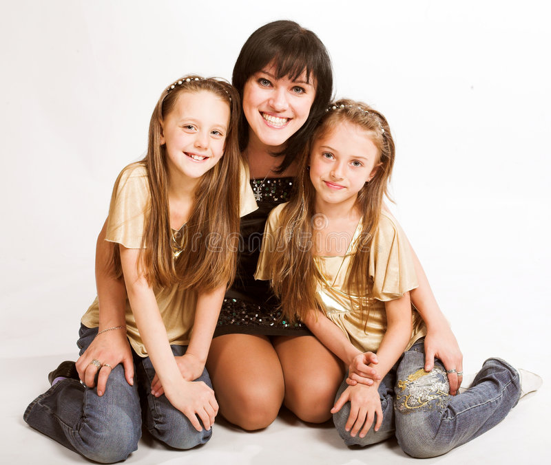szczęśliwa matka dwojga córkę obraz royalty free