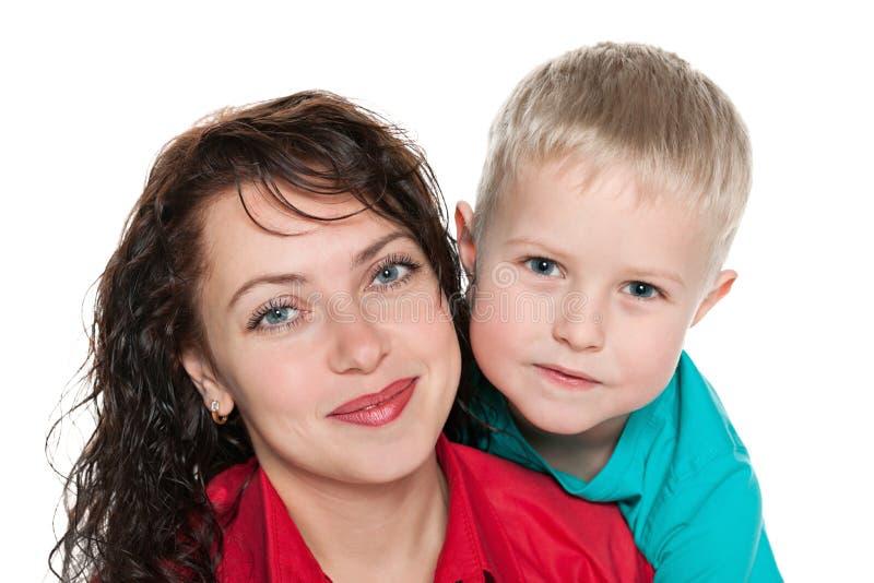 Szczęśliwa matka z jej synem obraz stock