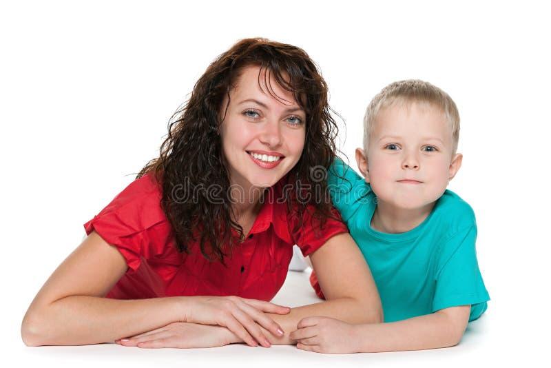 Szczęśliwa matka z jej synem fotografia stock