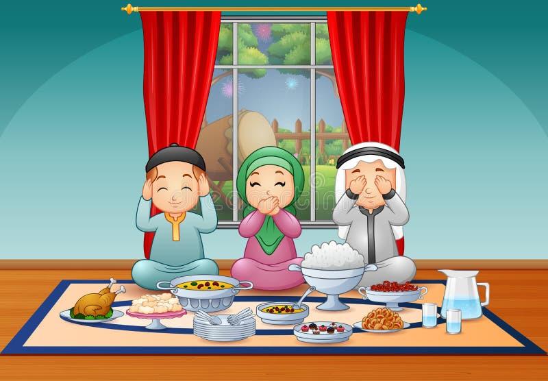 Szczęśliwa muzułmańska rodzina świętuje Iftar przyjęcia royalty ilustracja