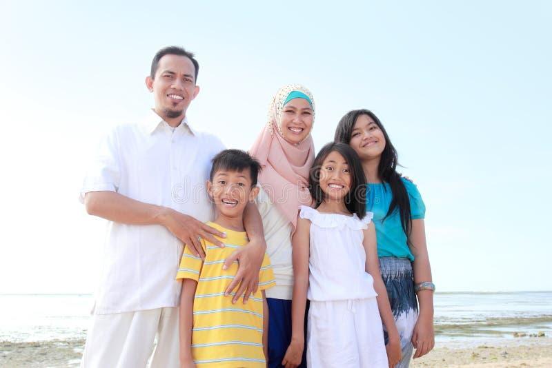 Szczęśliwa muzułmańska rodzina obraz stock