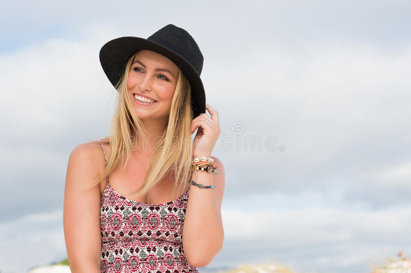 szczęśliwa myśląca kobieta zdjęcia royalty free