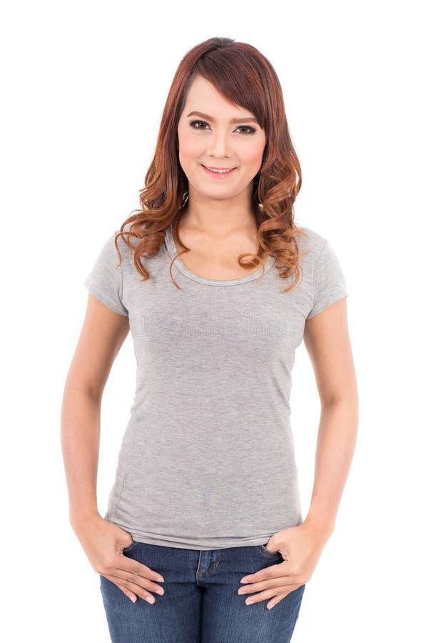 Szczęśliwa nastoletnia dziewczyna w pustej szarej koszulce obrazy stock