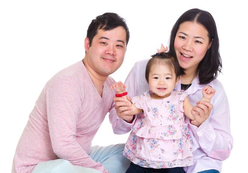Szczęśliwa ojciec i matka mienia dziecka córki ręka obraz royalty free