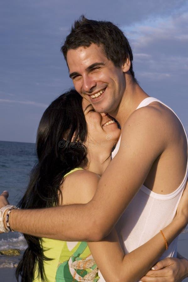 Szczęśliwa Para Na Plaży Bezpłatna Fotografia Stock