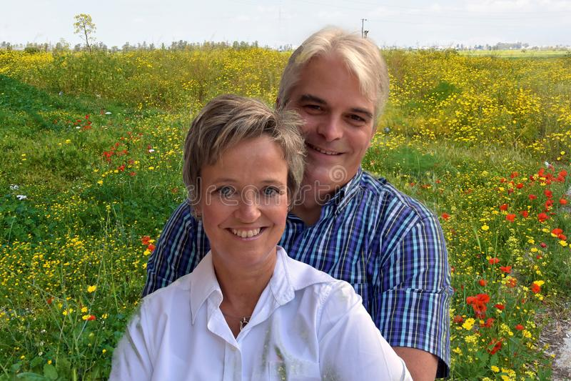 Szczęśliwa para na wakacje zdjęcia stock
