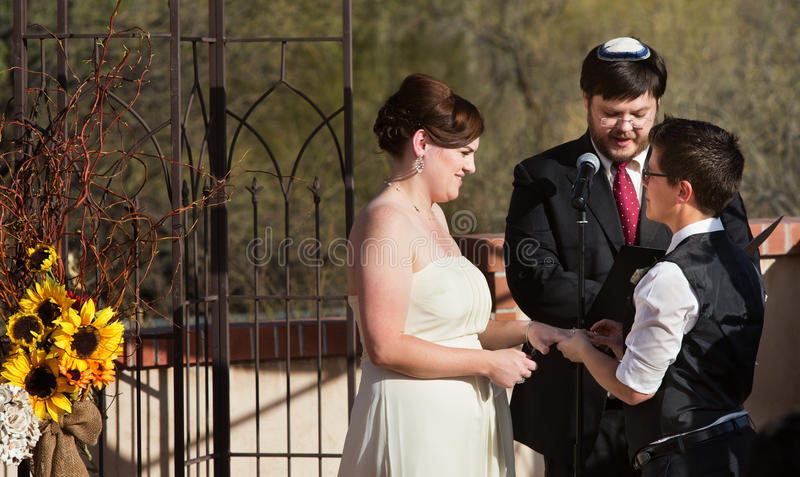 Szczęśliwa para w Cywilnym zjednoczeniu fotografia royalty free