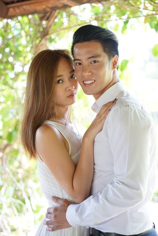 Szczęśliwa para w szczęśliwym związek wysokości kluczu obraz stock