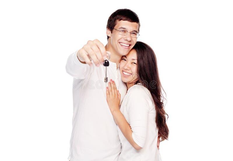 Szczęśliwa para z kluczem obraz royalty free