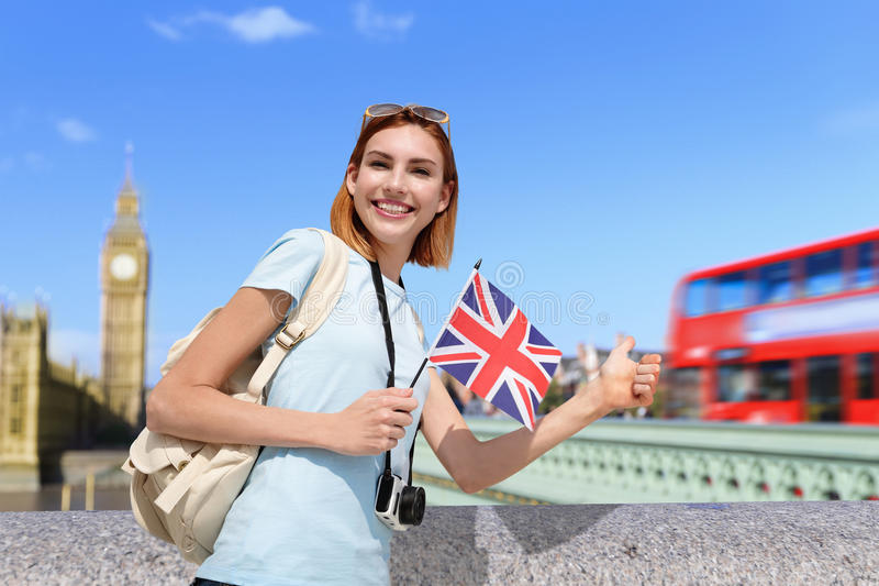 Szczęśliwa podróży kobieta w Londyn zdjęcia stock