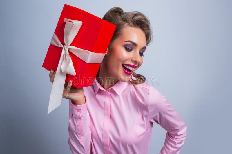 szczęśliwa prezent kobieta obraz royalty free