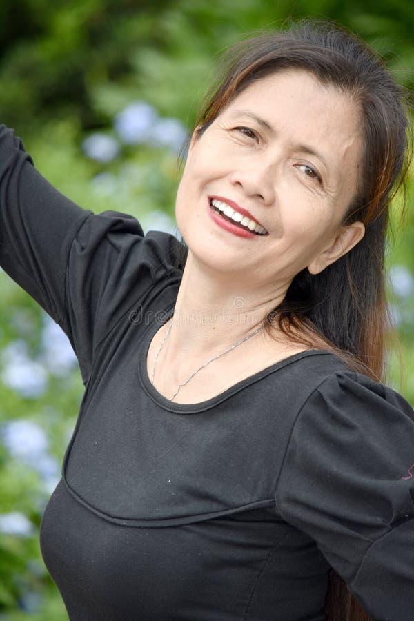Szczęśliwa Przechodzić na emeryturę Różnorodna babcia obrazy stock