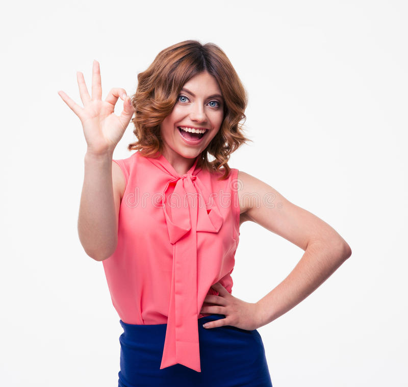 Szczęśliwa przypadkowa kobieta pokazuje ok znaka obraz royalty free