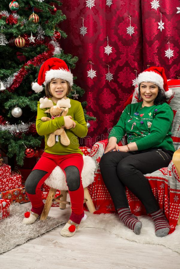 szczęśliwa rodzina świąteczne zdjęcia stock
