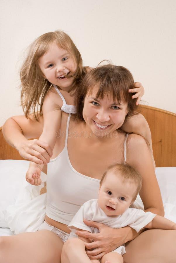 Szczęśliwa rodzina. Matka i dzieci zdjęcie stock