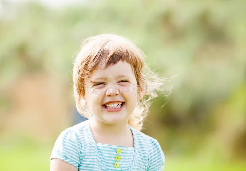 Szczęśliwa roześmiana dziewczyna zdjęcia stock