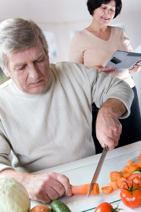 szczęśliwa starszych kuchnia pary fotografia stock
