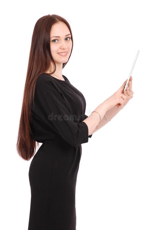 Szczęśliwa studencka nastoletnia dziewczyna utrzymuje pastylka komputeru osobistego stać z ukosa fotografia stock