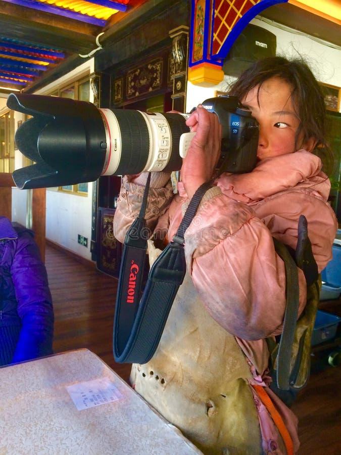 szczęśliwa tibetan dziewczyna obraz royalty free