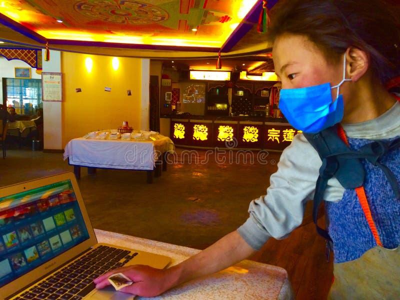 szczęśliwa tibetan dziewczyna zdjęcia royalty free