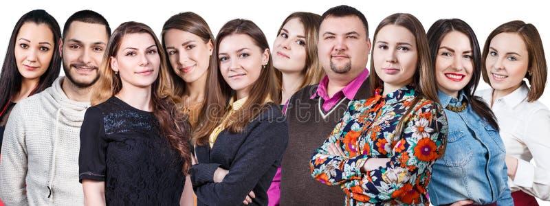 Szczęśliwa uśmiechnięta młoda grupa ludzi zdjęcia royalty free