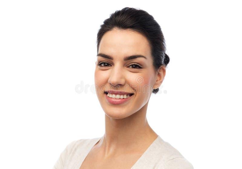 Szczęśliwa uśmiechnięta młoda kobieta z brasami zdjęcia stock