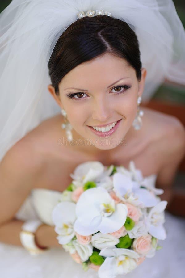 Szczęśliwa uśmiechnięta panna młoda fotografia stock
