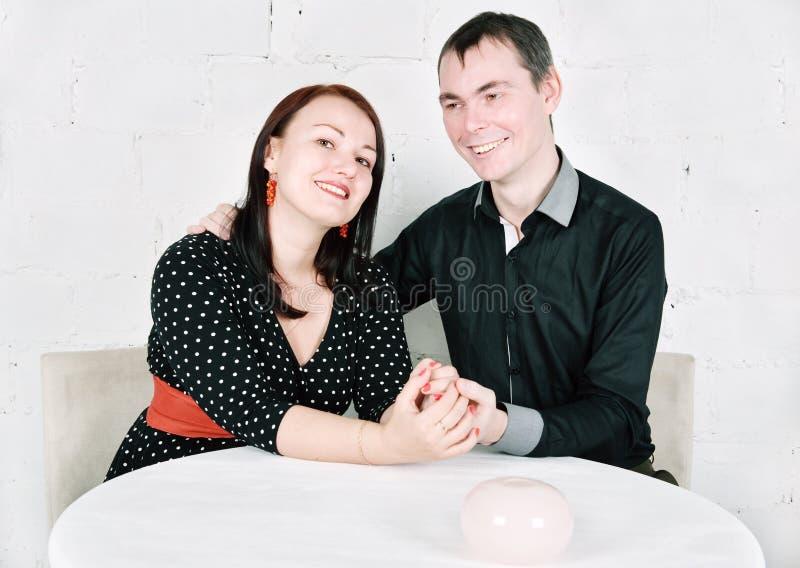 Download Szczęśliwa Uśmiechnięta Para Obraz Stock - Obraz złożonej z mąż, joyce: 28957479