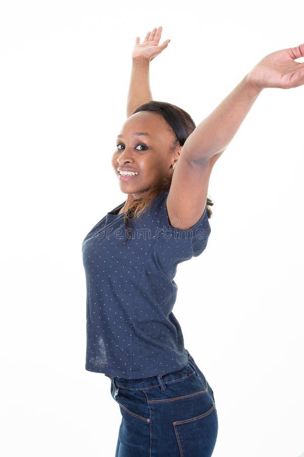 Szczęśliwa Z podnieceniem amerykanin afrykańskiego pochodzenia kobieta W przypadkowych błękitnych koszula i cajgów rękach w górę fotografia stock