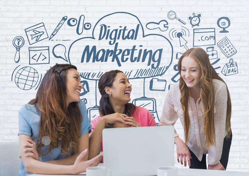 Szczęśliwe biznesowe kobiety patrzeje komputer przeciw biel ścianie z błękitnymi grafika przy biurkiem royalty ilustracja