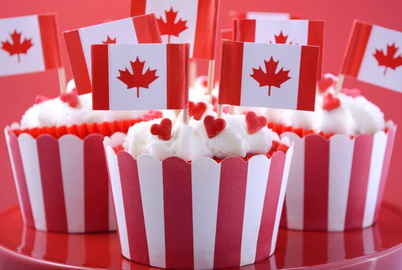 Szczęśliwe Kanada dnia przyjęcia babeczki zdjęcie stock