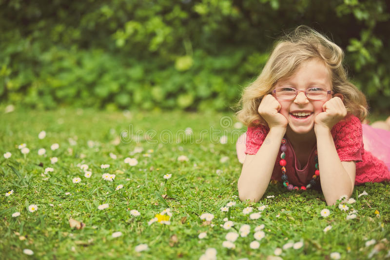 szczęśliwe młode dziewczyny zdjęcia royalty free
