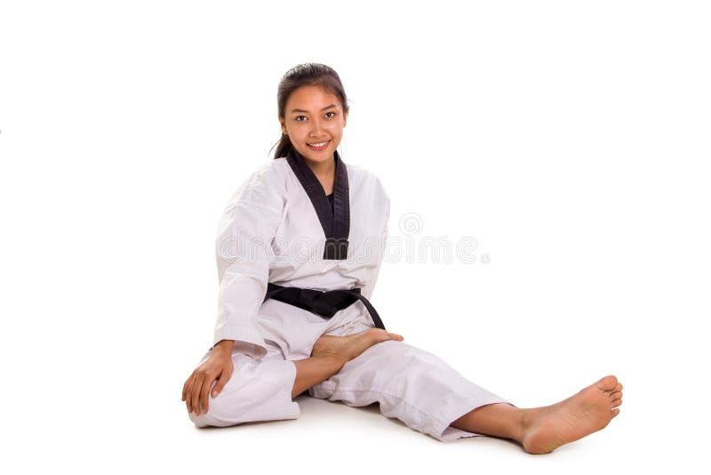 Szczęśliwe żeńskie nogi karateki - mięśnie na matce zdjęcia stock
