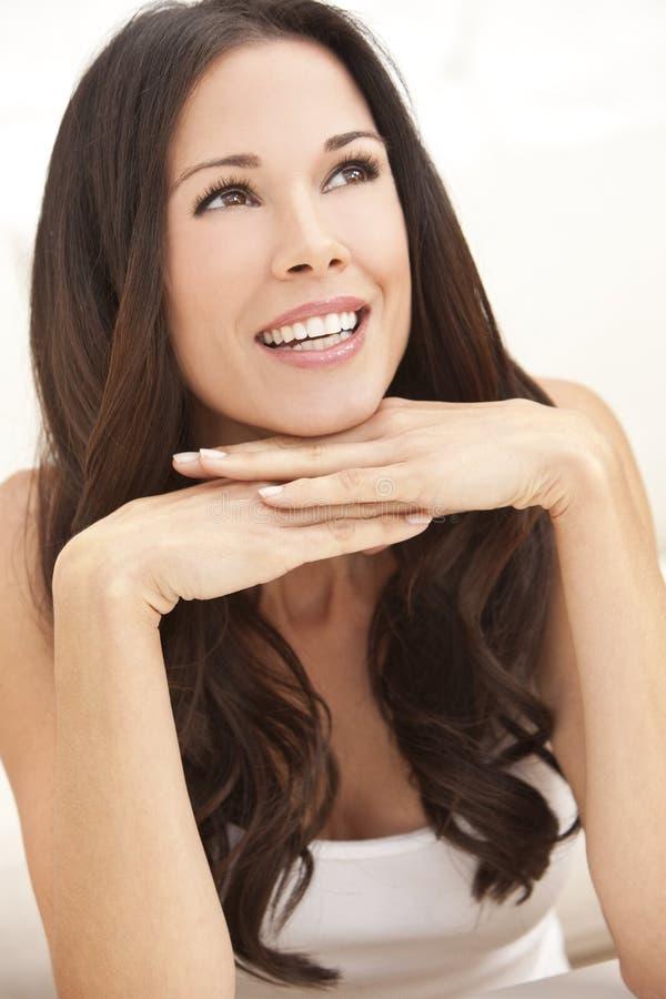 szczęśliwe piękne ręki ona target300_0_ uśmiechnięta kobieta fotografia stock