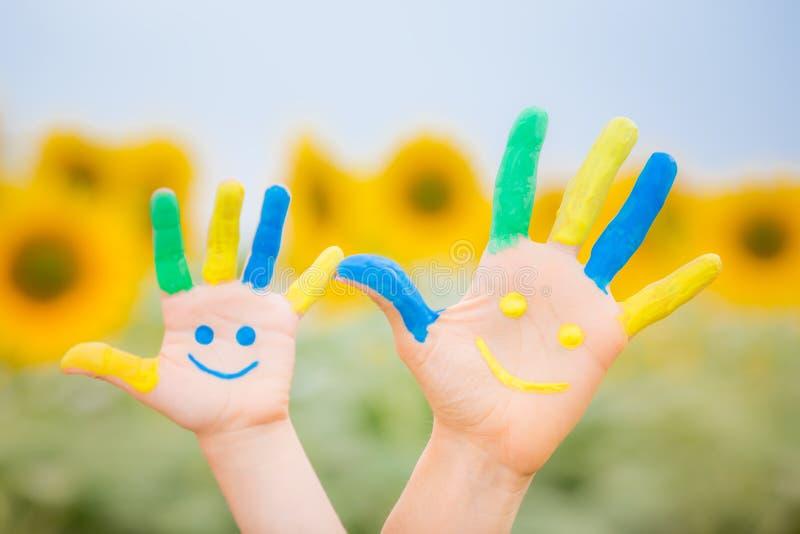Szczęśliwe smiley ręki obrazy royalty free