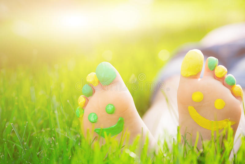szczęśliwe stopy obrazy royalty free