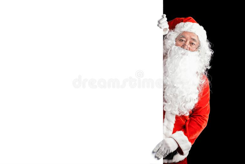 Szczęśliwego Święty Mikołaj mienia reklamy sztandaru pusty tło z kopii przestrzenią Uśmiechać się Święty Mikołaj wskazuje w biały obrazy stock
