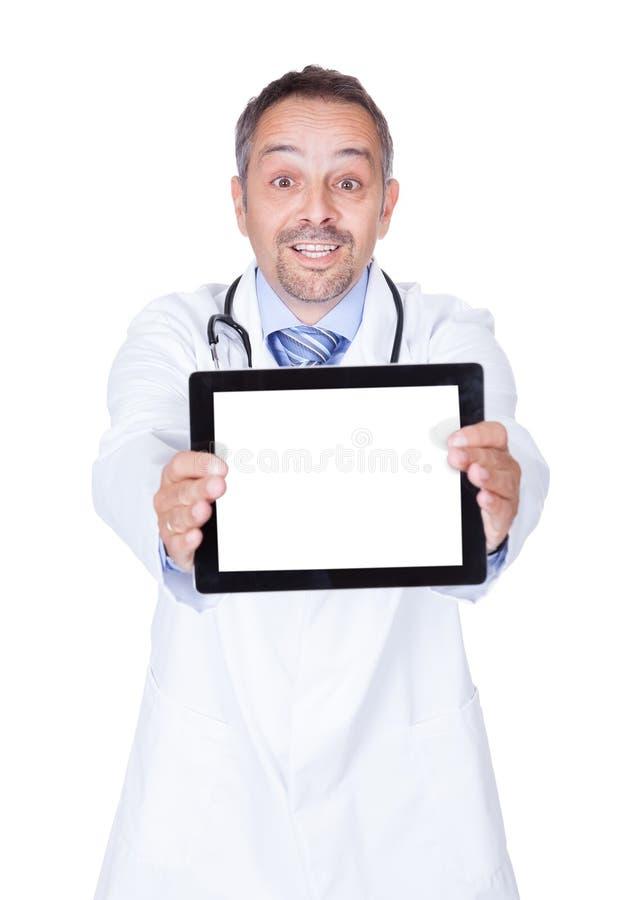 Download Szczęśliwego Doktorskiego Mienia Cyfrowego Pusta Pastylka Zdjęcie Stock - Obraz złożonej z szpital, mobile: 28968874