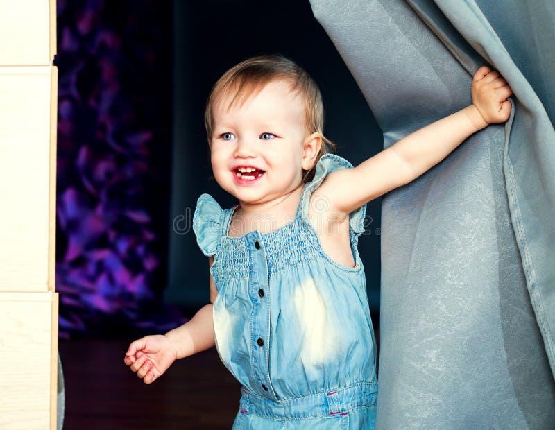szczęśliwego dziecka się uśmiecha obraz stock