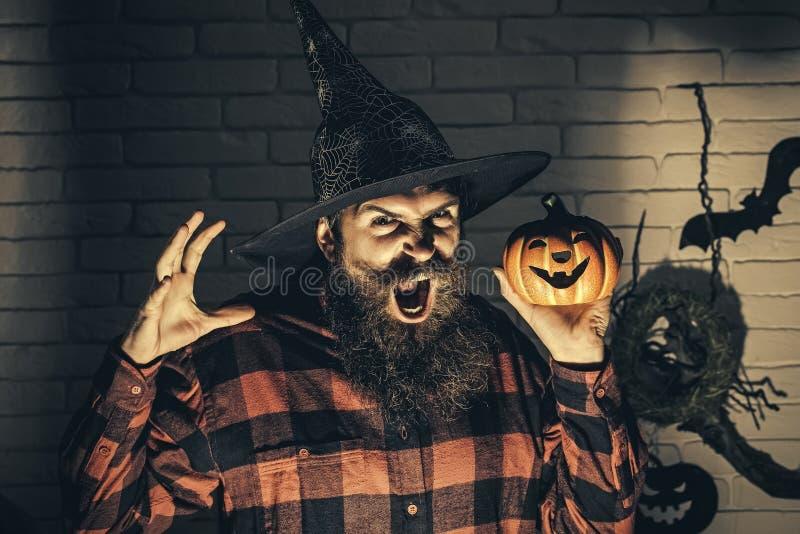 szczęśliwego halloween Halloweenowy modniś z straszną twarzą w czarownica kapeluszu zdjęcie stock