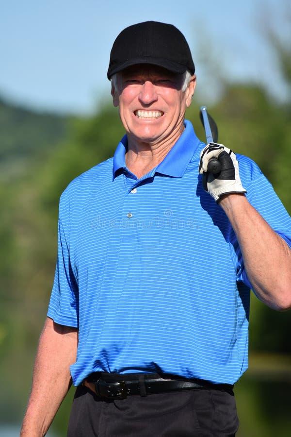 Szczęśliwego Męskiego golfisty Sportowy mężczyzna Z Golf Club obrazy stock